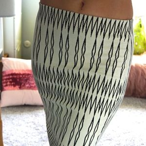 ZARA white and black patterned stretch skirt